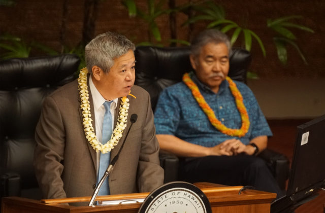 Speaker of the House Scott Saiki with guest Gov Ige on last day of session.