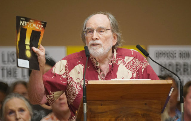 Gov Neil Abercrombie speaks in support of City Council Bill 89 85 on Vacation rentals. Making a point about an article in the New Yorker on how vacation rentals changed Barcelona and Venice.
