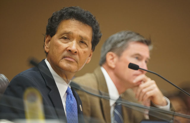 Councilmember Ron Menor listens to Bill 85 89 testimony at Honolulu Hale.