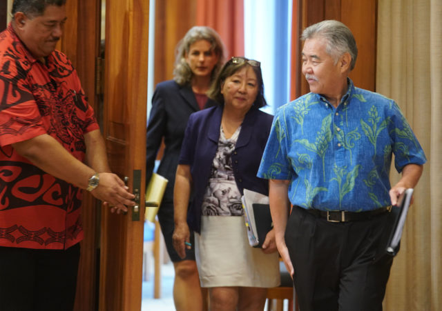 Governor David Ige walks into presser with Linda Chu Takayama and AG Clare Connors during veto presser.