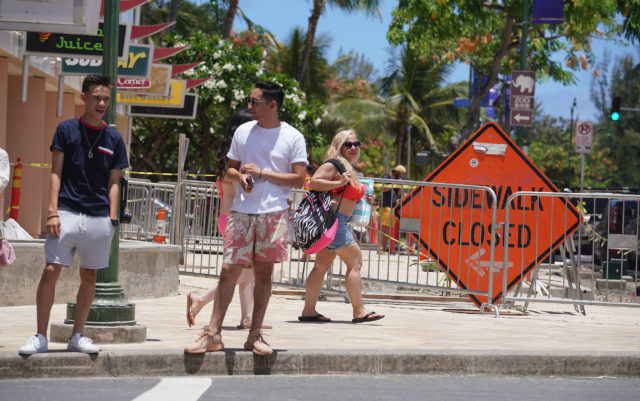 Kalakaua Avenue closed sidewalk near the Paokalani Avenue intersection.