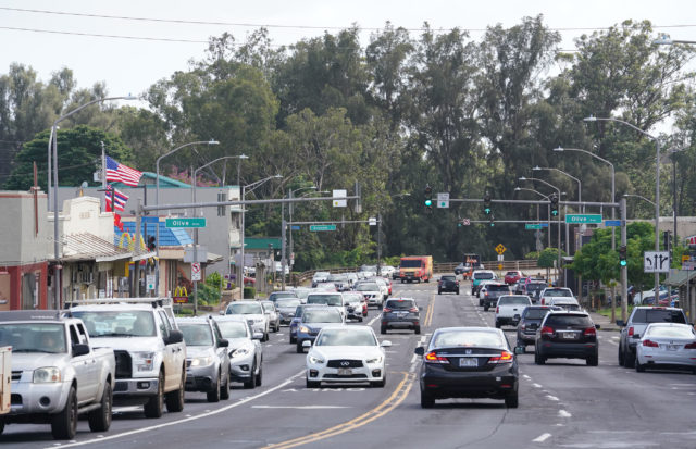 Wahiawa traffic headed north thru Kamehameha Hwy, left of frame.