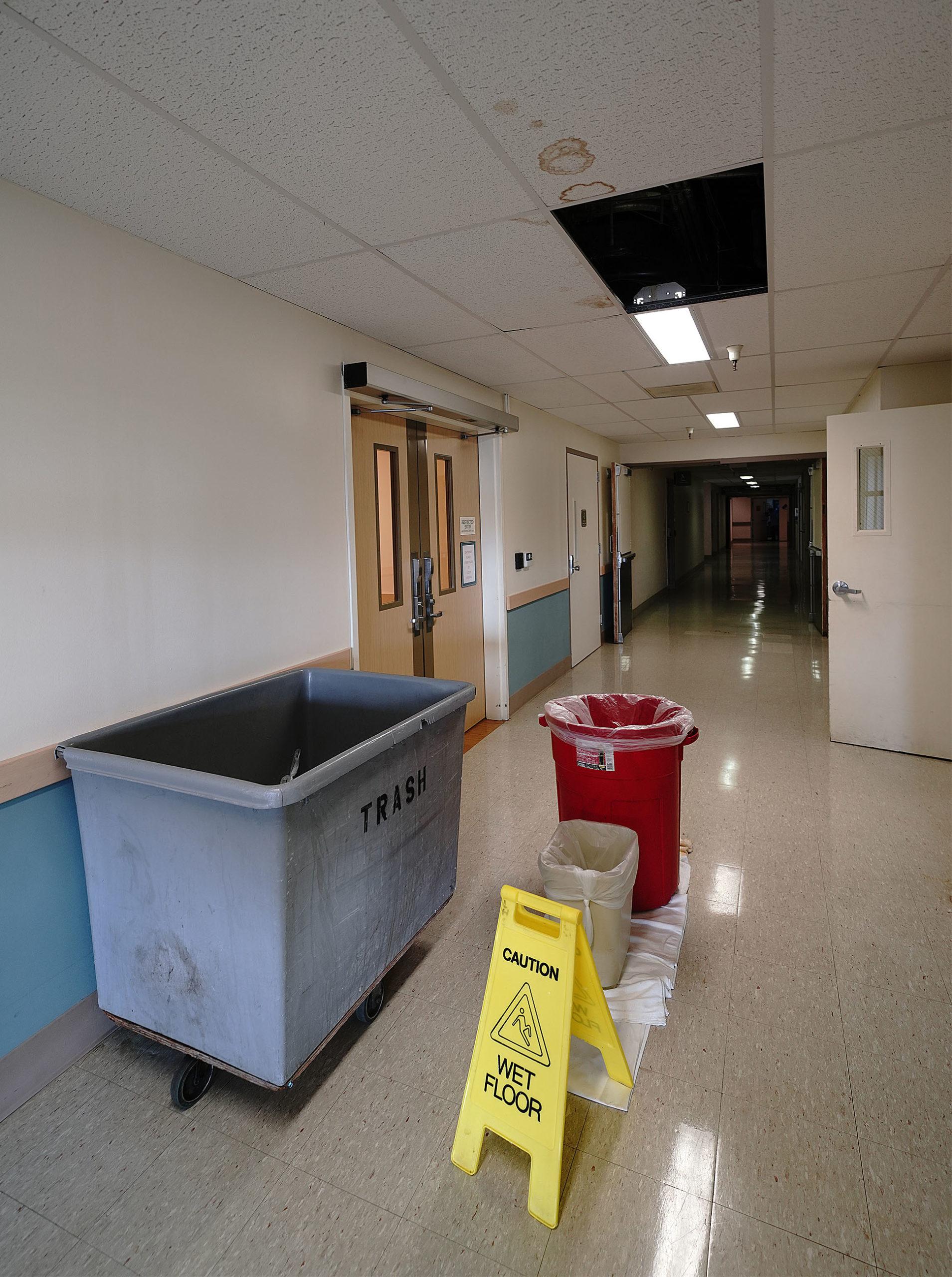 Hospital Emergency Room: Wahiawa General Hospital Leaking Outside Emergency Room Area