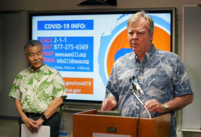 Director of Health Bruce Anderson discusses 2-1-1 COVID 19 community surveillance program wih Governor Ige at the Dept of Health.