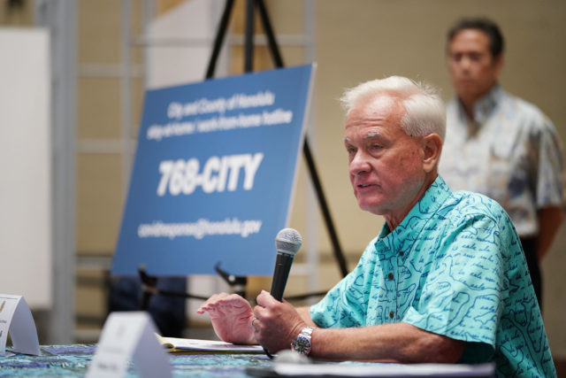 Mayor Kirk Caldwell answers media questions during press conference held at Honolulu Hale.