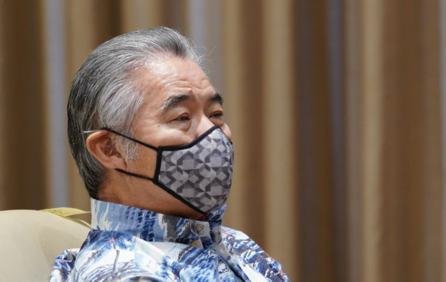 Governor David Ige wears his mask during Coronavirus COVID19 press conference as other speakers share information at the Capitol. Apirl 8, 2020.