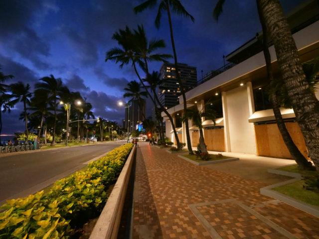 Kalakaua street Waikik coronavirus (Ronen Zilberman photo Civil Beat)
