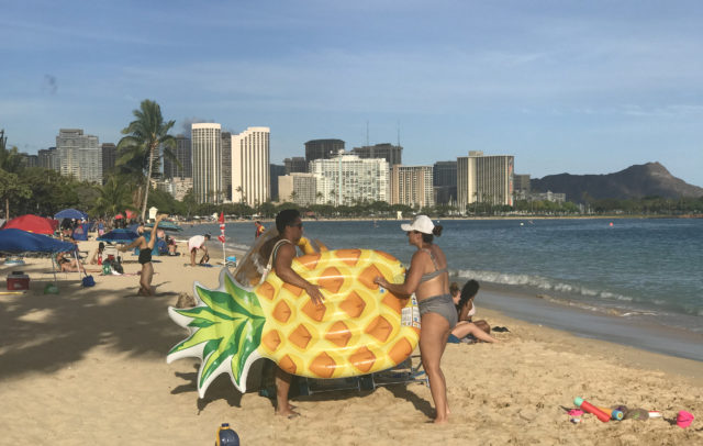 People start returning to Ala Moana Beach Park,,in Honolulu, HI, Wednesday, May 27, 2020 as the island slowly starts opening up after weeks of COVID-19 restrictions that limited people from sitting or gathering on the beaches island wide. (Ronen Zilberman photo Civil Beat)