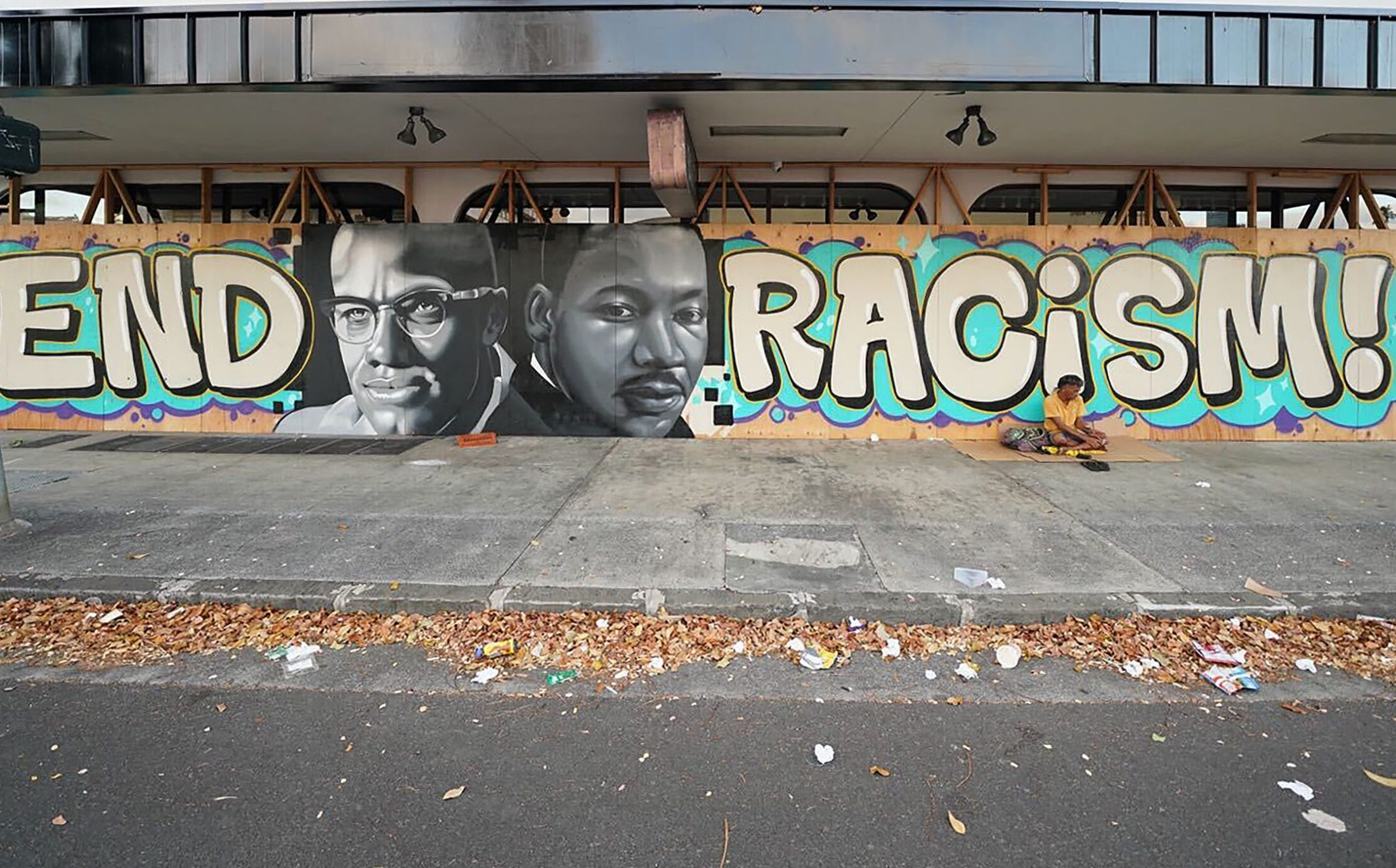 End Racism painting on the bottom floor of building at the intersection of Kaheka Street and King Street. June 25, 2020