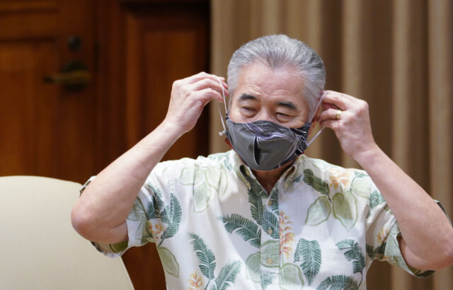 Governor David Ige installs his mask after speaking at the podium during press conference announcing a spike of 41 new COVID-19 cases. July 7, 2020