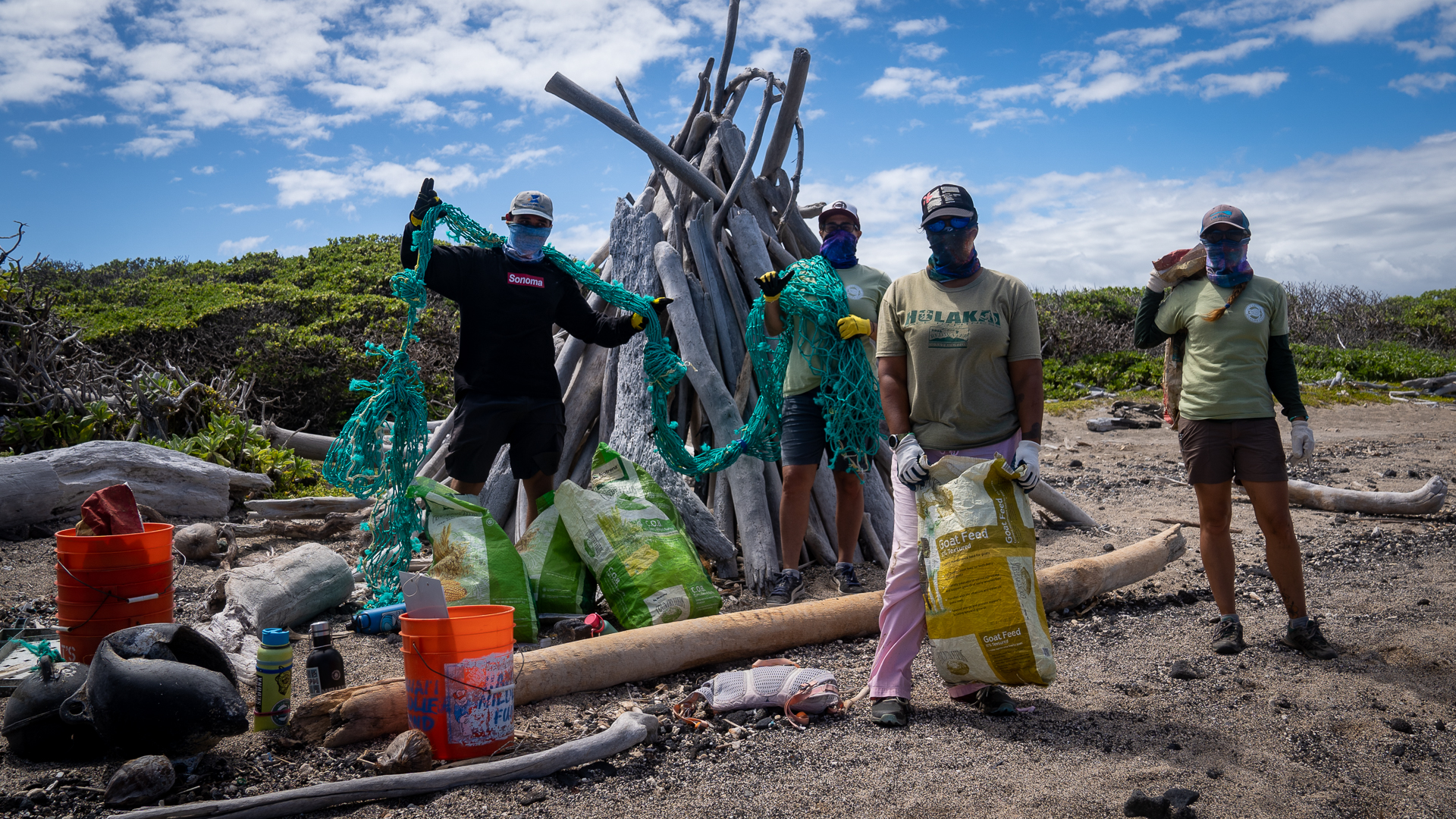 Kamilo Beach Cleanup Volunteers