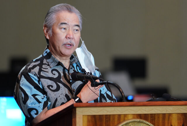 Governor David Ige removes his mask before speaking at the contact tracing press conference held at the Hawaii Convention Center. August 19, 2020