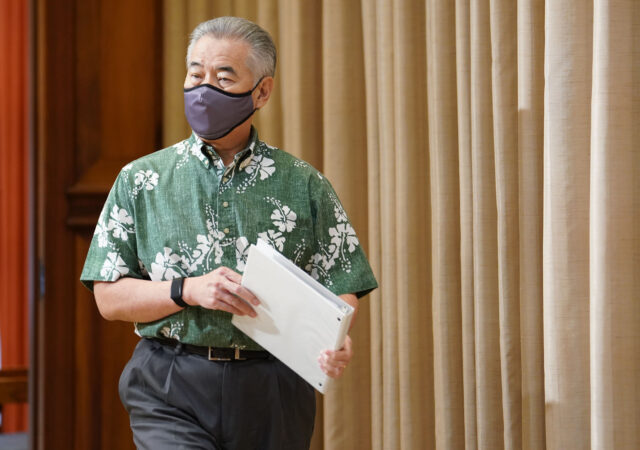 Masked Governor David Ige enters press conference during COVID19 pandemic. August 31, 2020