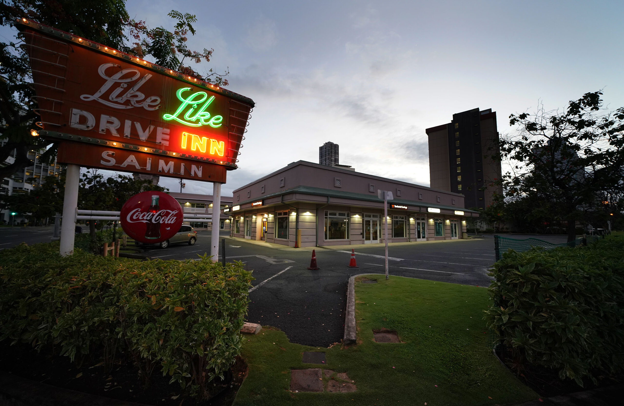 """<p>Like Like Drive Inn's flickering neon sign glowed along Keeaumoku Street in September. A sign on the front door of the iconic Honolulu diner read """"We Are Closed,"""" another business to permanently shutter due to the pandemic.</p>"""
