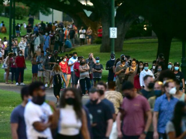 People continue to stand in a long line to cast their ballots at the Honolulu Hale after sunset on Electon Day, Tuesday, November 3, 2020. (Ronen Zilberman photo Civil Beat)