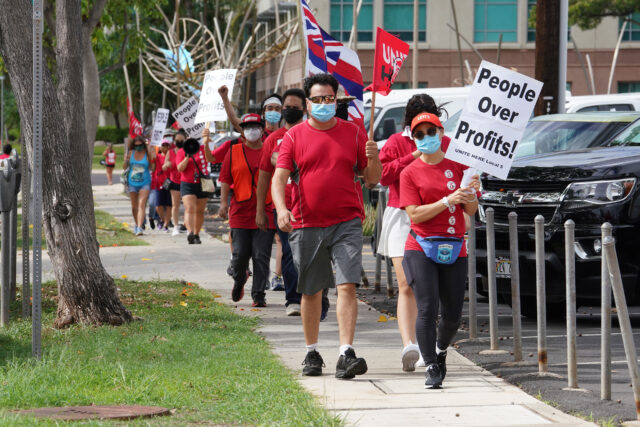 Local 5 supporters leave Kakaako park and march towards the Federal Building.
