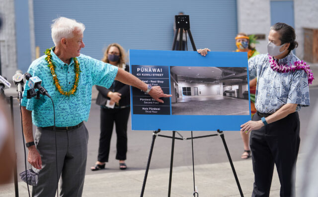 Mayor Kirk Caldwell and Honolulu Housing Director Marc Alexander at the opening of Punawai Rest Stop, a place where homeless can get medical and other assistance.