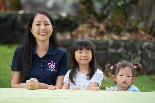 Joanne Hayashi sits with her nieces at her Kaneohe residence.