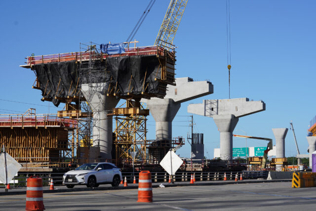 HART rail guideway supports on Dillingham near Middle Street.