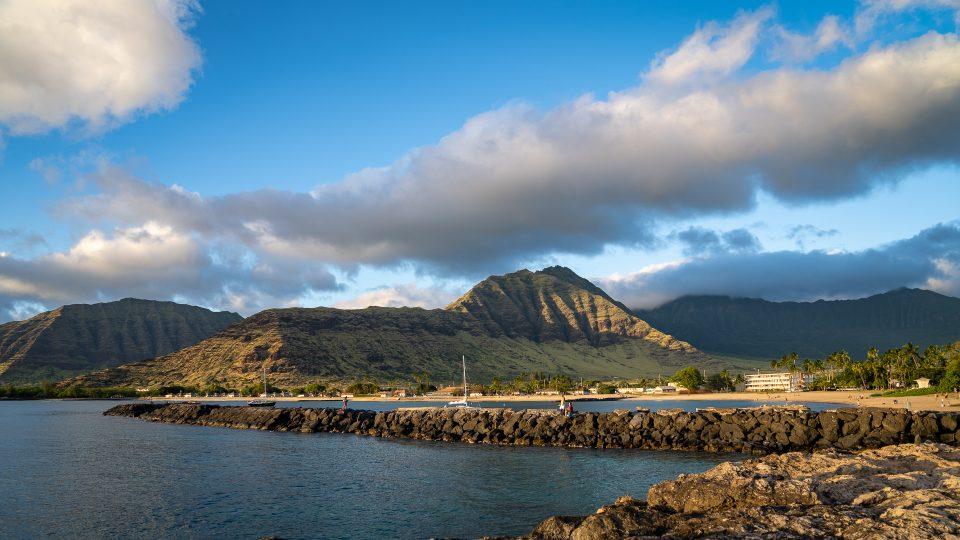 ʻŌlelo Nā Kamaʻāina No Oʻahu Komohana I Ke Kuhihewa A Ka Nūhou I Ko Lākou Kaiāpuni. Makemake Mākou E Hoʻololi I Kēlā