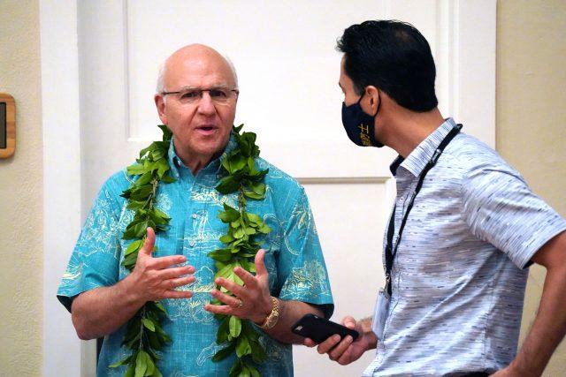 Honolulu Mayor Rick Blangiardi speaks with Communications Director Tim Sakahara before his first State of Honolulu speech.