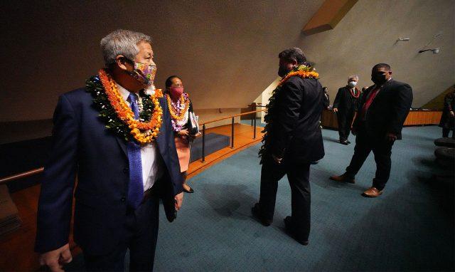 Senate President Ron Kouchi walks into senate floor with left, House Speaker Scott Saiki. House adjourned and walked over to the Senate side and greeted Senator English before the Senater reconvened.