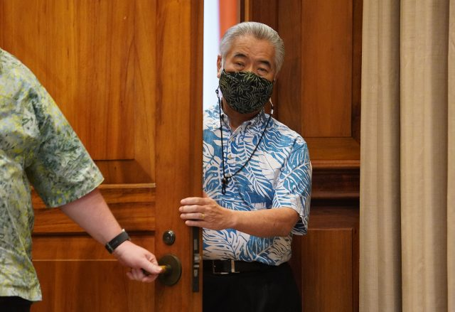 Governor David Ige walks into the ceremonial room before the press conference on bills he will veto.