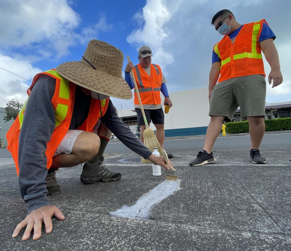 Volunteers from the Pali Lions Club patching cracks on the sidewalks in Kailua Hawaii, Saturday, July 10. Civil Beat photo Ronen Zilberman.
