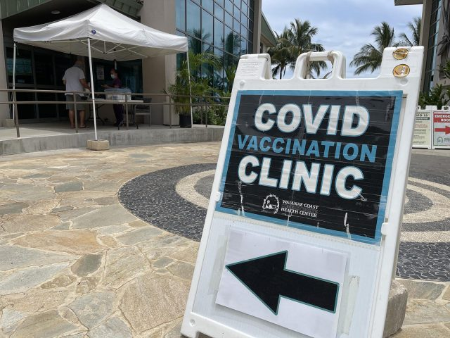 A sign points the way to a COVID screening checkpoint setup outside the Waianae Coast Comprehensive Health Center, in Waianae on Wednesday, July 28, 2021. (Ronen Zilberman photo Civil Beat)