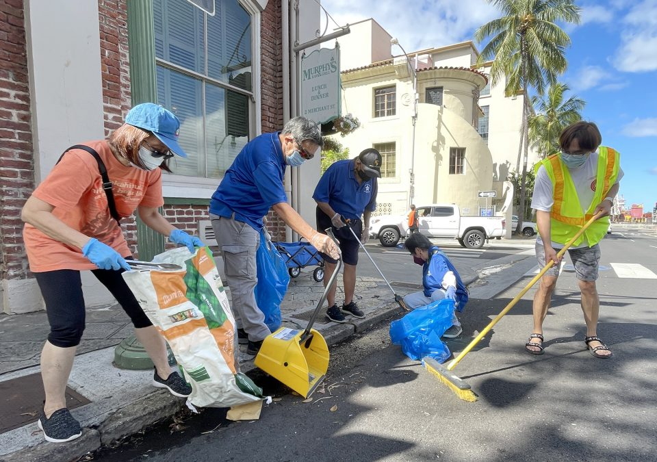 Volunteers from Mun Lun School Tina Au, Baldwin Au, Kim Ching, Donna Chang, Cyfe Feng picking-up litter along the city's sidewalks and roads during the Chinatown Cleanup event  in Honolulu, on Saturday August 14 2021. Ronen Zilberman/Civilbeat