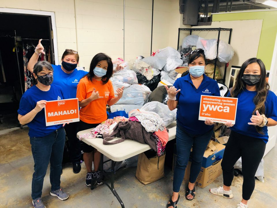 On Saturday, September 25th YWCA Oahu hosted Bank of Hawaii and their Bankoh Blue Crew for volunteering to help sort clothing donations for our Dress for Success Honolulu Program.